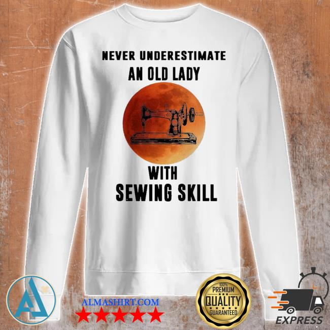 Funny vintage never underestimate an old lady with sewing skill s Unisex sweatshirt